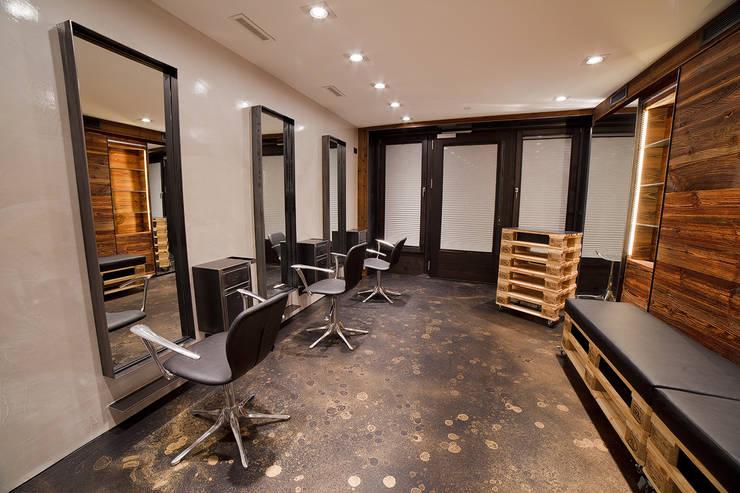 Sarah Hairstyling: Negozi & Locali commerciali in stile  di BEARprogetti - Architetto Enrico Bellotti