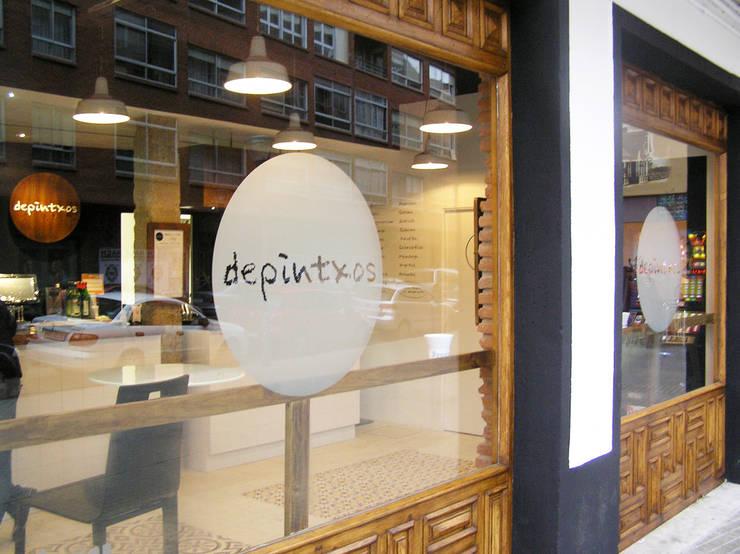 Reforma de local comercial. Bar Depintxos. Burgos: Espacios comerciales de estilo  de Cimbra47