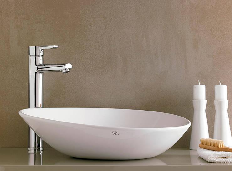 BAÑOS: Baños de estilo minimalista de Muebles Flores Torreblanca