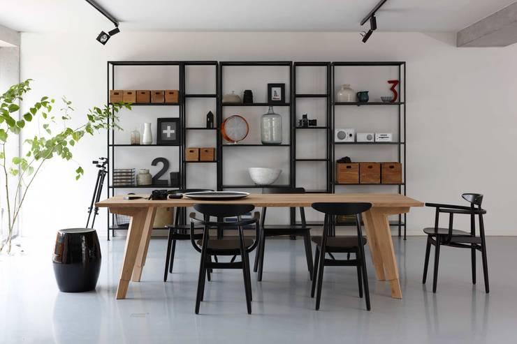 Swan eettafel voor Spoinq (NL):  Eetkamer door Marc Th. van der Voorn