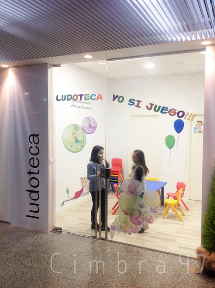 diseño y reforma de Ludoteca en el HUBU. Burgos: Espacios comerciales de estilo  de Cimbra47