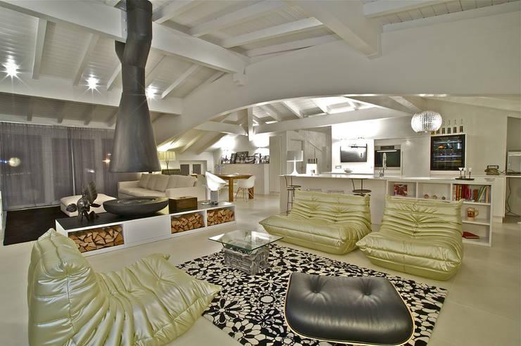 PENTHOUSE: Case in stile in stile Moderno di Fabio Gianoli