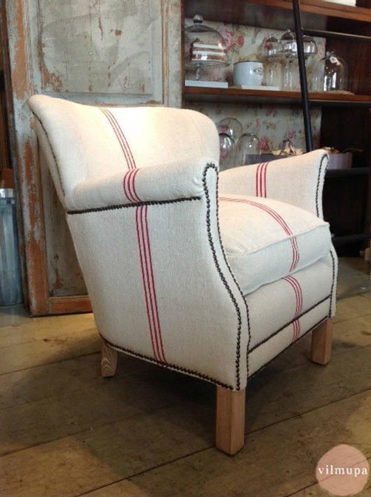Sillón tapizado con tela de saco: Salones de estilo  de Vilmupa