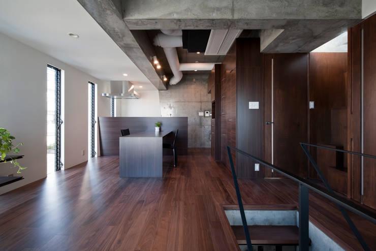 吉川の家 / House in Yoshikawa: 庄司寛建築設計事務所 / HIROSHI SHOJI  ARCHITECT&ASSOCIATESが手掛けたです。