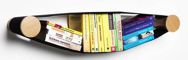 Elastico Bookcase: Studio in stile  di Arianna Vivenzio ,