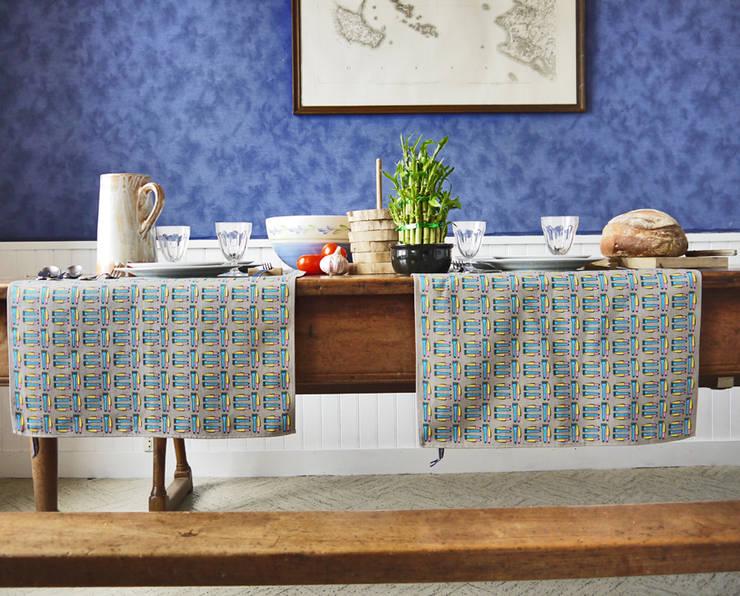 Torchon- mini nappe cantina: Cuisine de style  par décoratoire