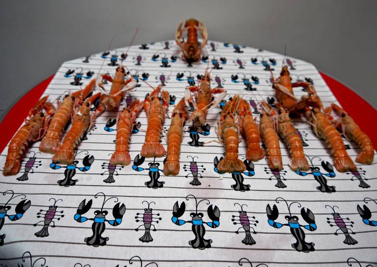 TORCHON / DISH TOWEL creusties: Cuisine de style  par décoratoire