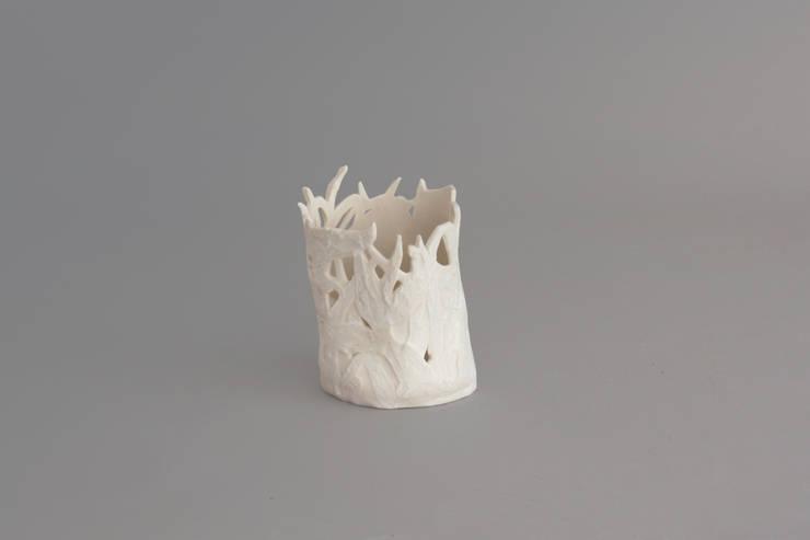 Photophore porcelaine: Maison de style  par Pauline Georgeault