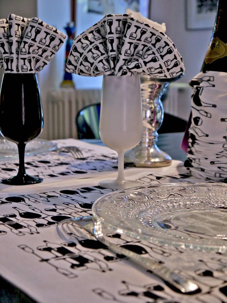 TORCHON / DISH TOWEL vinasse: Cuisine de style  par décoratoire