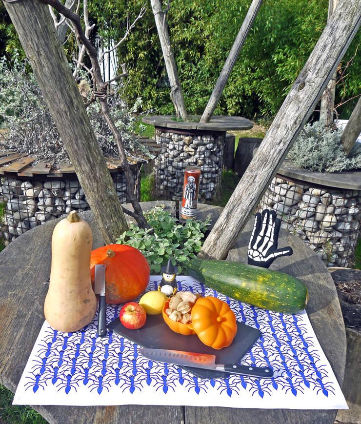 TORCHON / DISH TOWEL bluearmada: Cuisine de style  par décoratoire