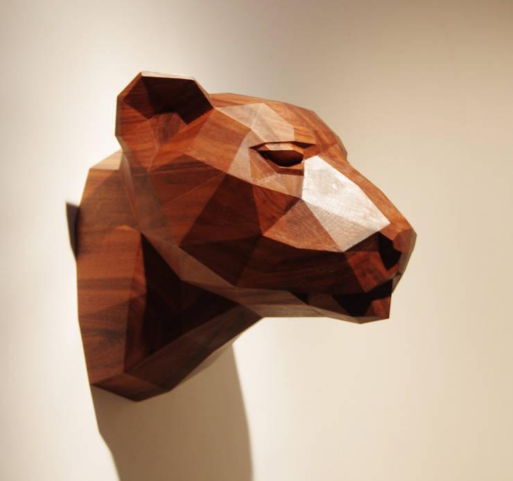Holzskulptur Leopardenkopf:  Wände & Boden von Paperwolf,