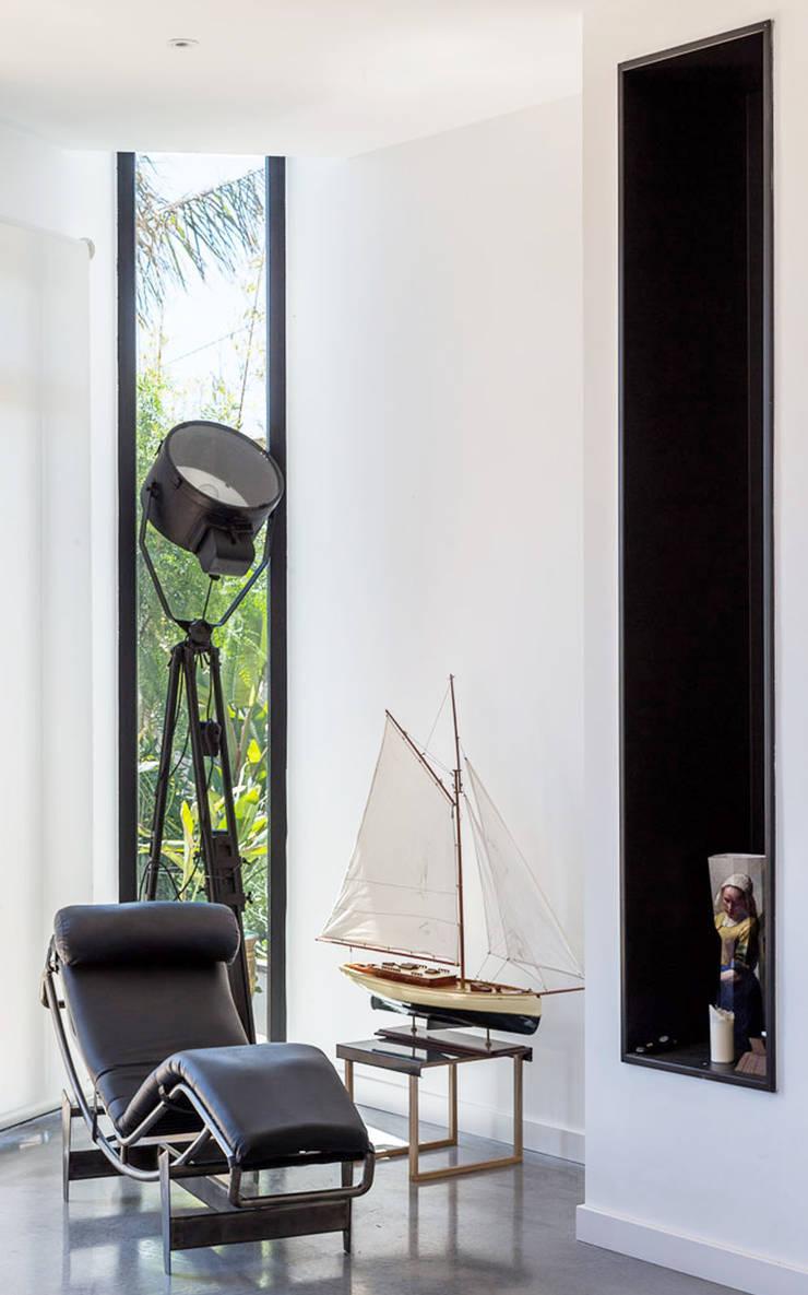 Rincón de descanso | Casa A Salas de estilo mediterraneo de 08023 Architects Mediterráneo