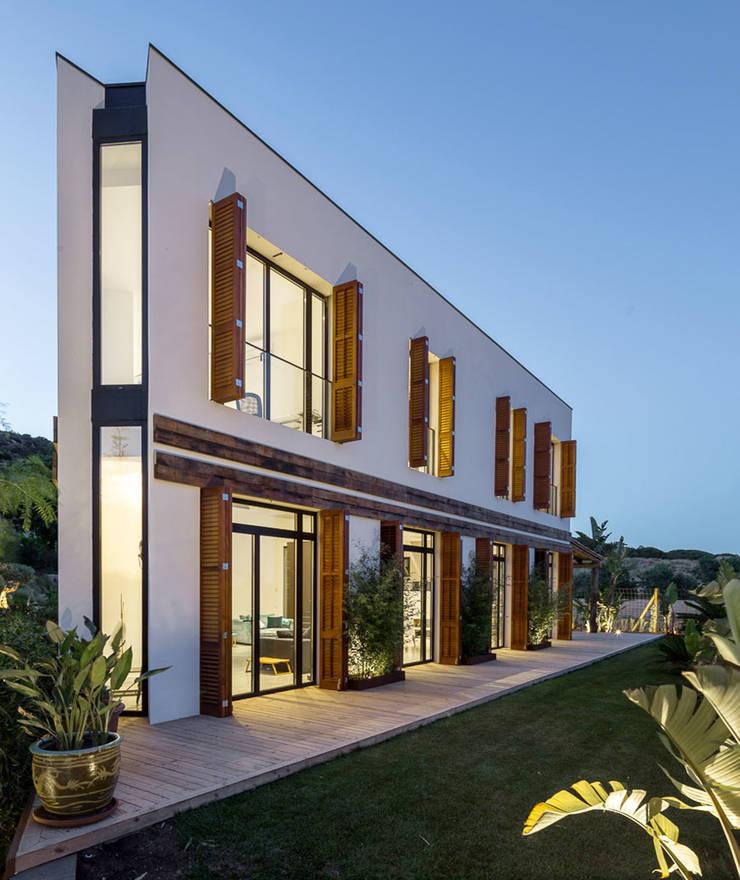 Vista Nocturna - Casa A Casas de estilo mediterráneo de 08023 Architects Mediterráneo