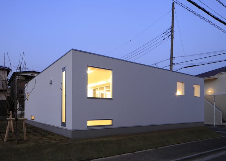 夜景 外観: 石嶋寿和/石嶋設計室が手掛けた家です。