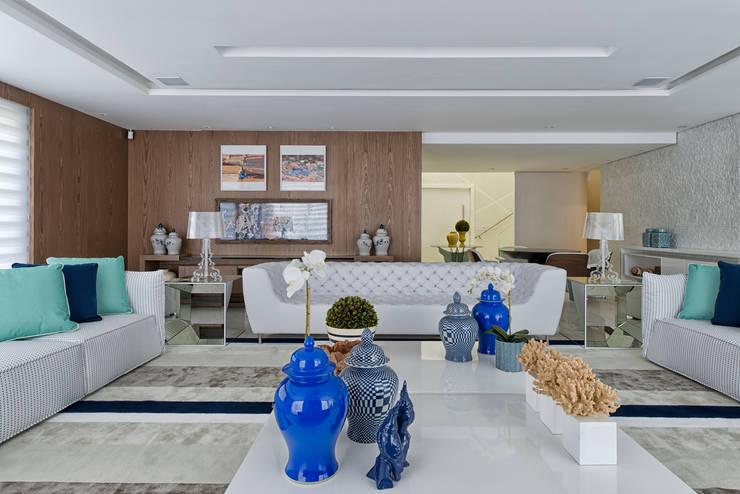 Wohnzimmer von Samara Barbosa Arquitetura