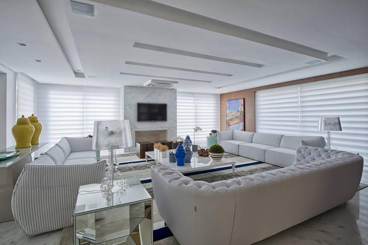 غرفة المعيشة تنفيذ Samara Barbosa Arquitetura