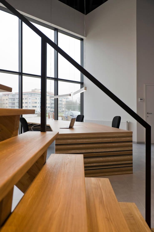 Renovatie burelen Kringwinkel Wrak:  Kantoorgebouwen door Het Kantoor van Morgen