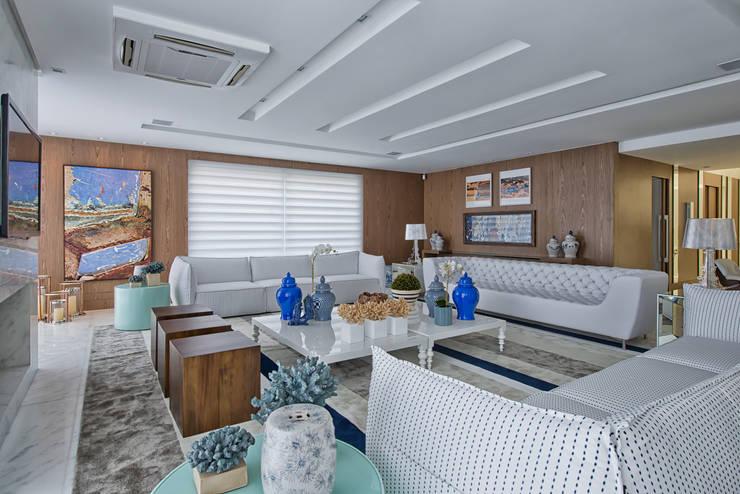 klassische Wohnzimmer von Samara Barbosa Arquitetura