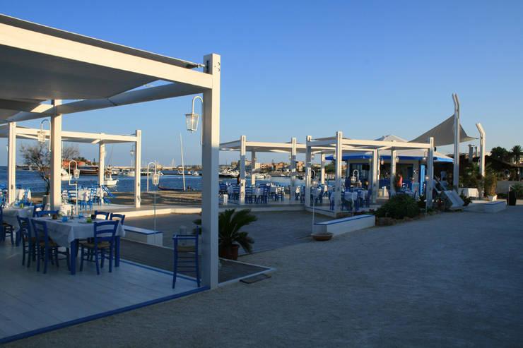 Campisi ristorante a Marzamemi (SR): Bar & Club in stile  di G'n'B studio,