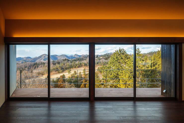 玄燈舎: 傳寶慶子建築研究所が手掛けたリビングです。,