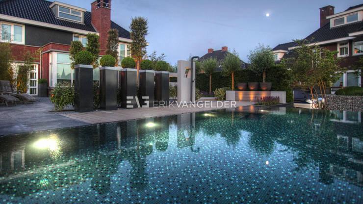 水療 by ERIK VAN GELDER | Devoted to Garden Design, 現代風