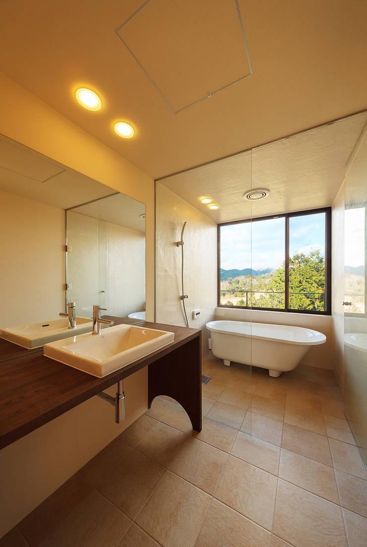 玄燈舎: 傳寶慶子建築研究所が手掛けた浴室です。,