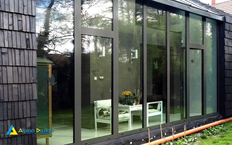 Ogrody zimowe: styl , w kategorii Domy zaprojektowany przez Alpina Design