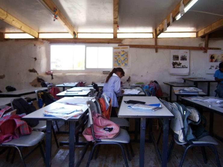 Scuola di Gomme: Scuole in stile  di ARCò Architettura & Cooperazione,