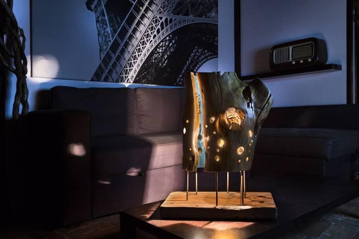 LAMPADE WYL - BLADE: Soggiorno in stile  di Elia Falaschi Photographer
