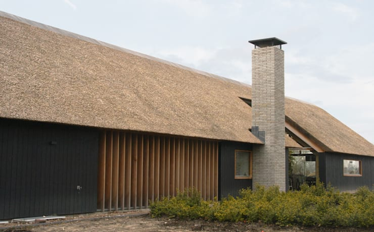 Casas de estilo  por Kwint architecten