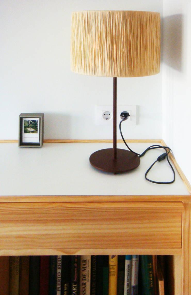 Detalle librería | Casa Estudio PJ: Casas de estilo  de 08023 Architects