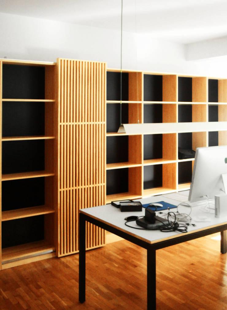 Zona de Trabajo | Casa Estudio PJ: Casas de estilo  de 08023 Architects