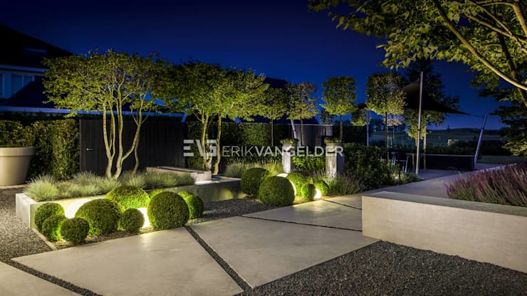Maisons de style  par ERIK VAN GELDER | Devoted to Garden Design