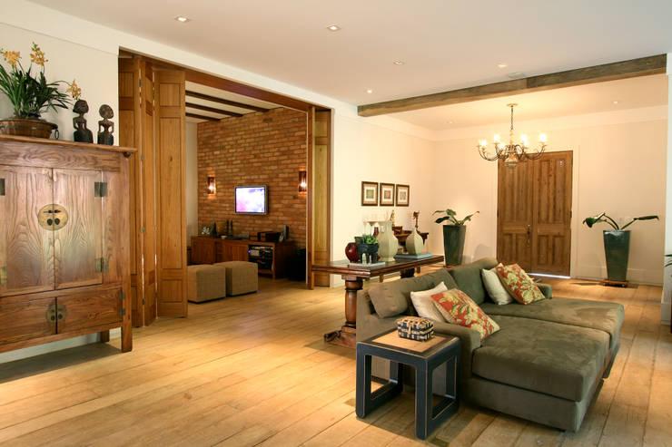 Itatiba. Condominio Quinta da Baroneza: Salas de estar  por Prado Zogbi Tobar