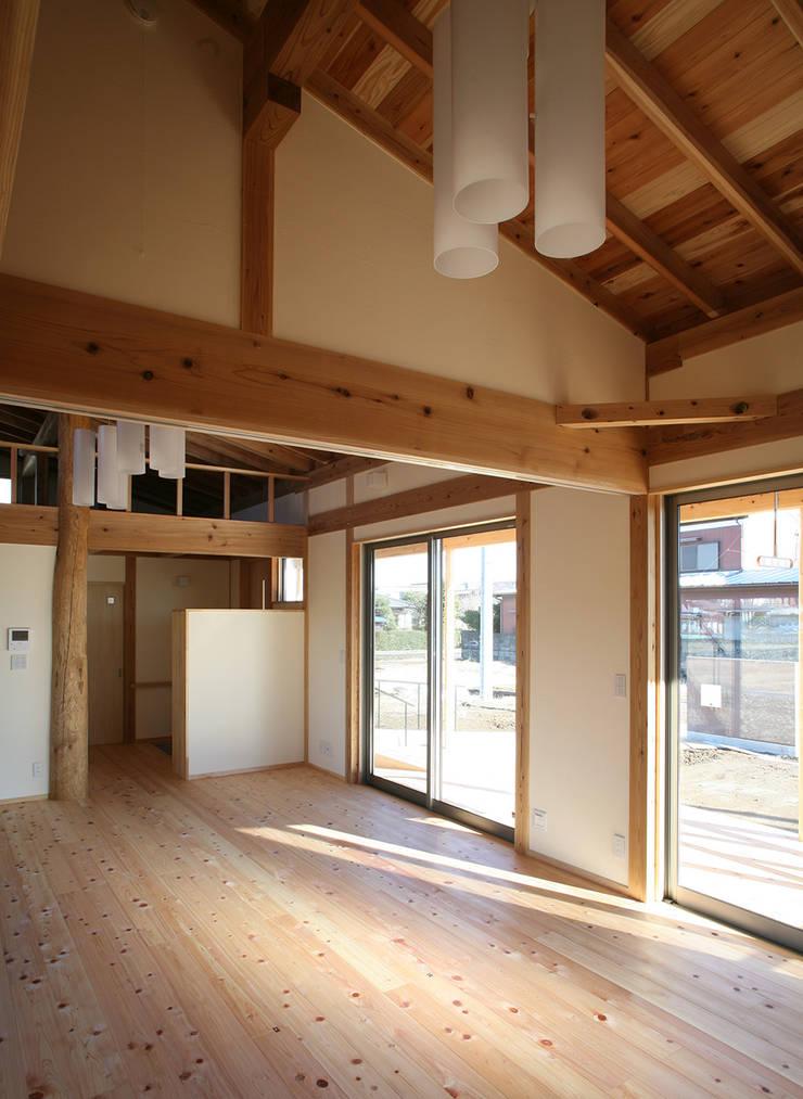 寝室: 八島建築設計室が手掛けた寝室です。