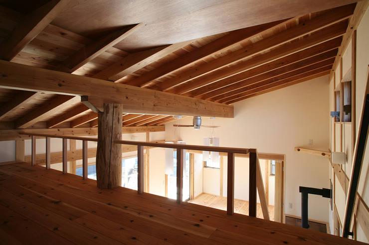 ロフト: 八島建築設計室が手掛けた和室です。