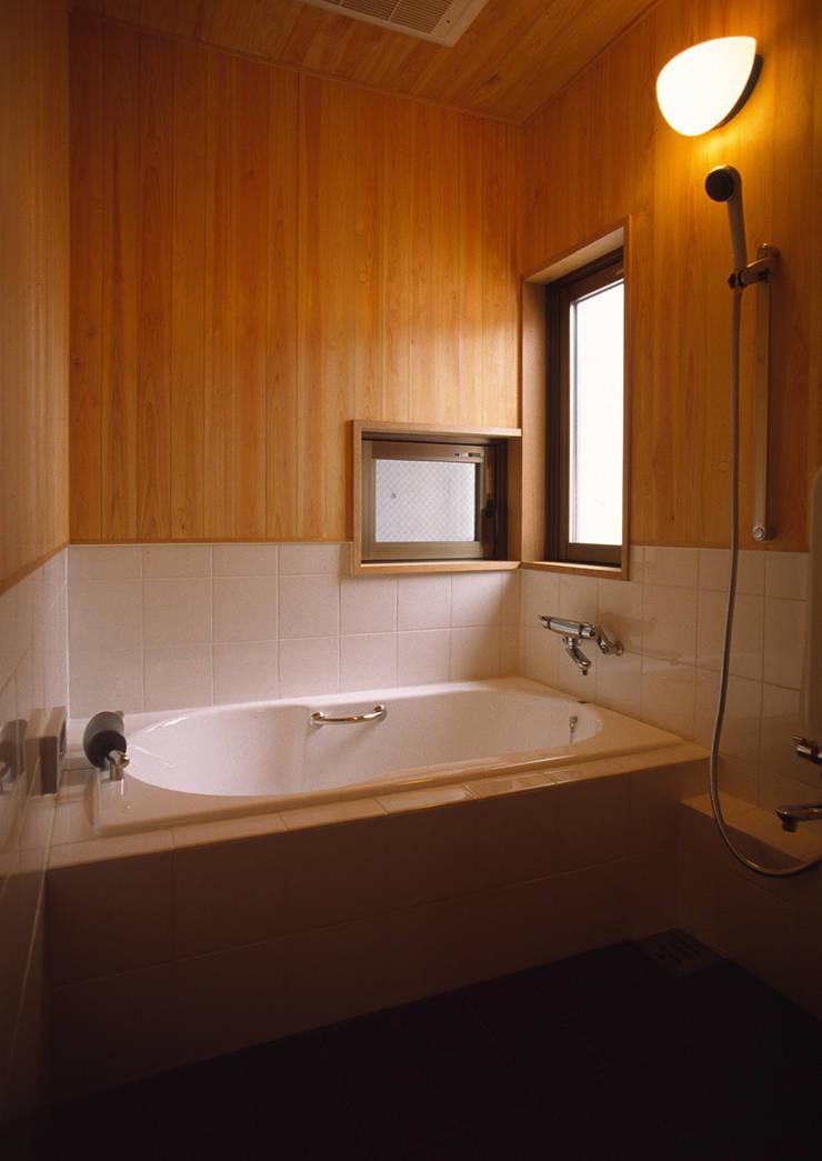 浴室: 八島建築設計室が手掛けた浴室です。,オリジナル