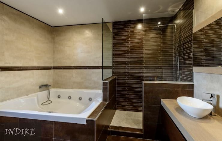 Bathroom by Indire Reformas S.L., Modern