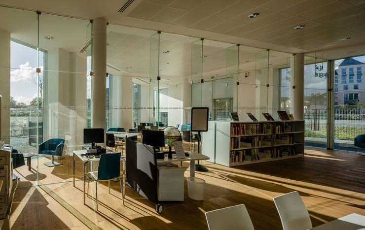 """""""L'Ourse"""" Public Library:  de estilo  de Ricardo Bofill Taller de Arquitectura"""