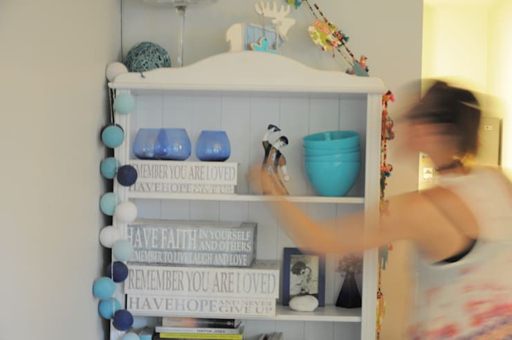 Kawalerka pozytywnej joginki: styl , w kategorii Salon zaprojektowany przez Perfect Home