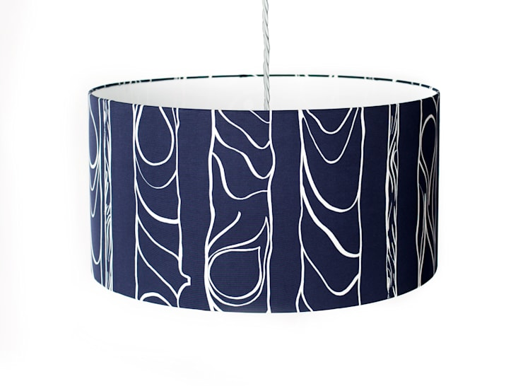 Zhivago lampshade 'midnight':  Living room by NAT MAKS