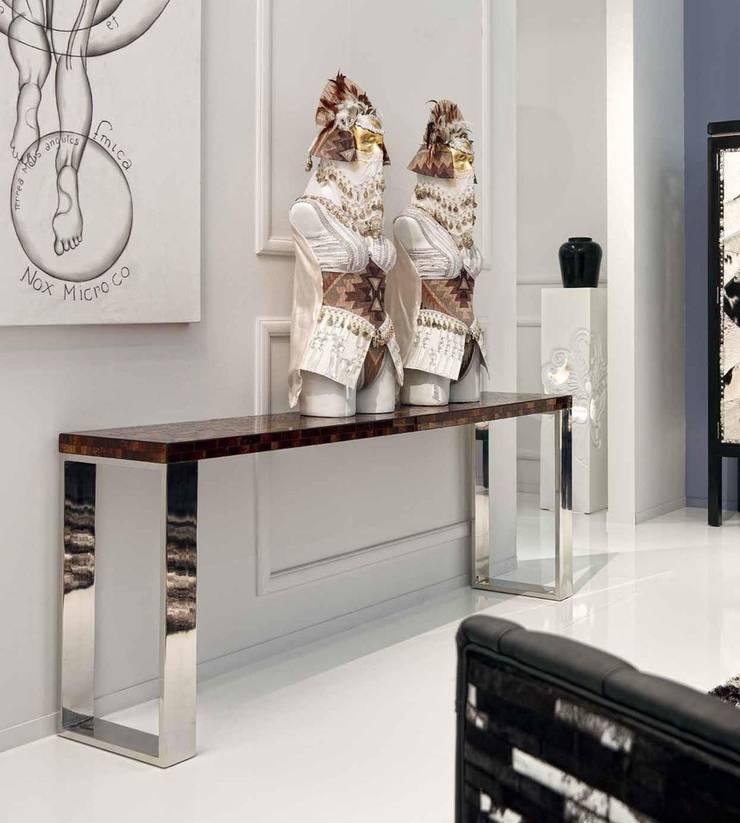 Escultura Rey Tus: Salones de estilo  de Paco Escrivá Muebles