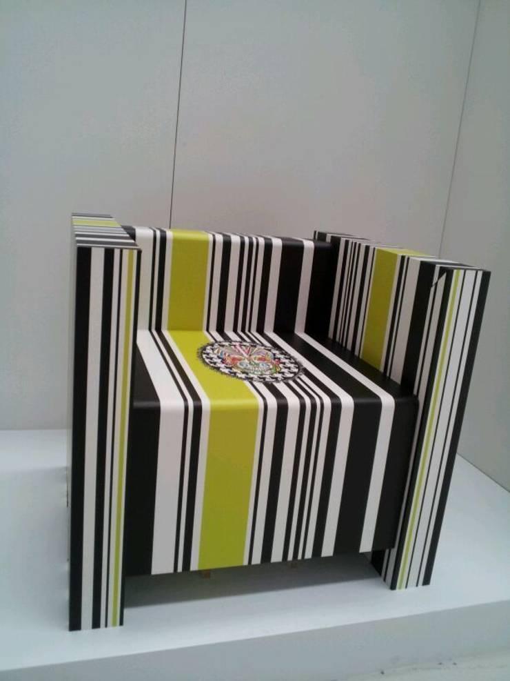 Muebles y escaparatismo con cartón:  de estilo  de SERISAN