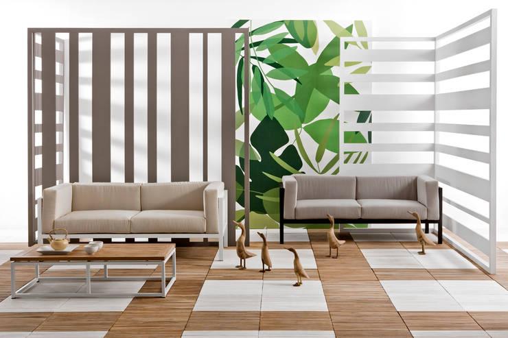 Lui & Lei:  in stile  di Il giardino di legno, Moderno