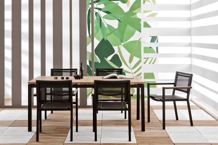 Lui & Lei tavolo e sedie:  in stile  di Il giardino di legno, Moderno