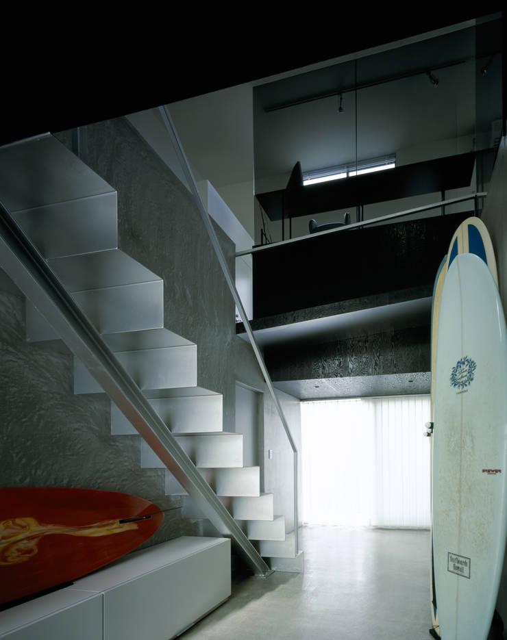 Zaimokuza House: 下吹越武人/A.A.E. 一級建築士事務所/aae architect studioが手掛けた現代のです。,モダン