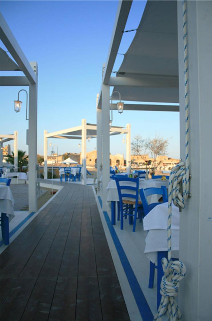 Campisi ristorante a Marzamemi (SR): Negozi & Locali Commerciali in stile  di G'n'B studio,