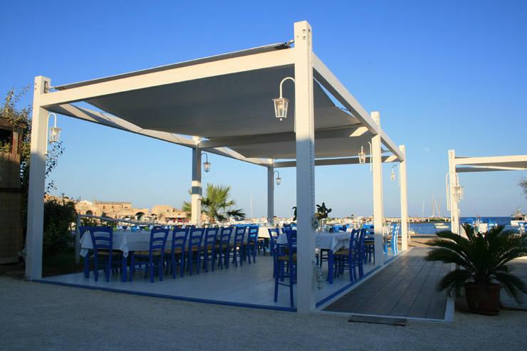 Campisi ristorante a Marzamemi (SR): Gastronomia in stile  di G'n'B studio,
