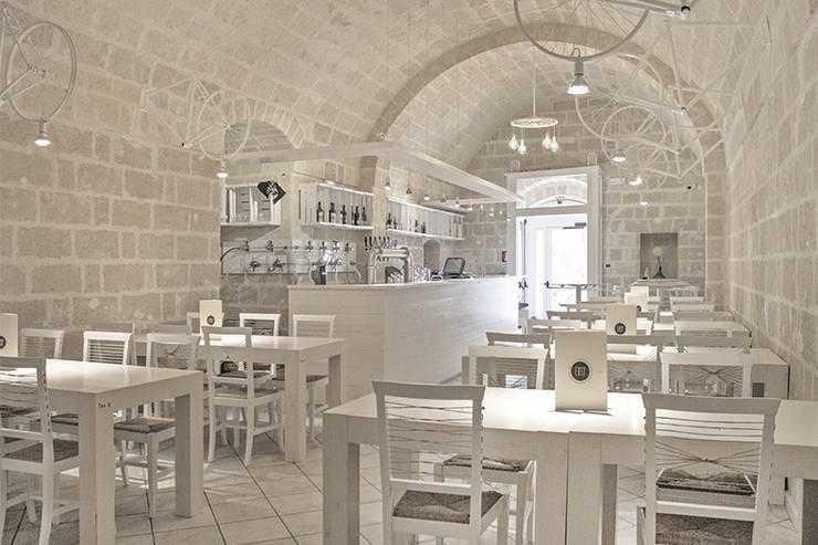 Spaghetteria Gastronomia in stile minimalista di ARCò Architettura & Cooperazione Minimalista