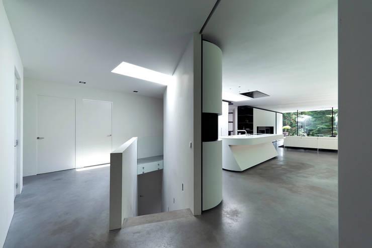 Villa Veth:  Gang en hal door 123DV Moderne Villa's